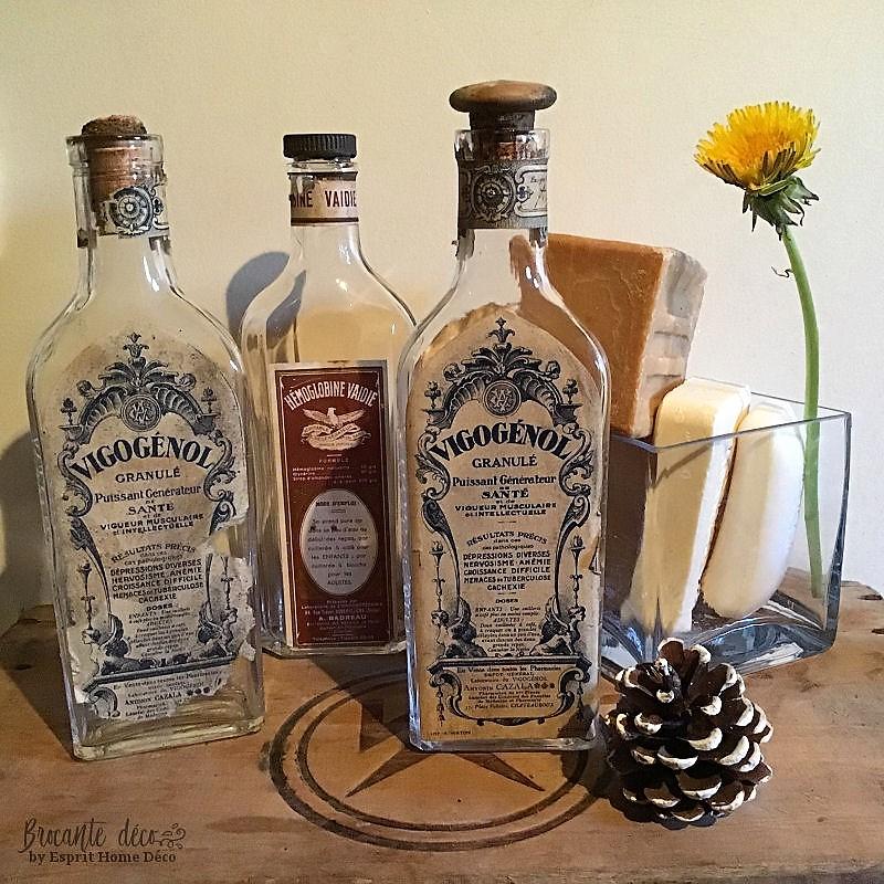 Idée déco bouteilles ancienne dans la salle de bain